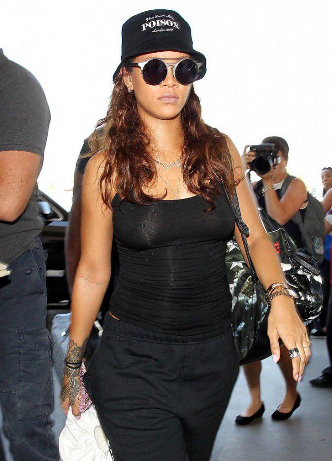 Rihanna-le-24-septembre-2015_portrait_w674-2