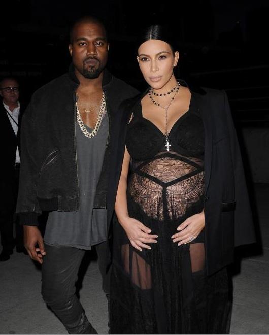 kim kardahian enceinte et ventre à l'air à la fashion week de new-york