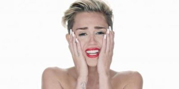Miley Cyrus malade après avoir léché une limace-banane