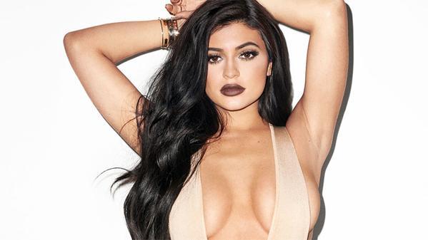 Kylie Jenner reconnaît avoir fait refaire ses lèvres mais ses seins et ses fesses